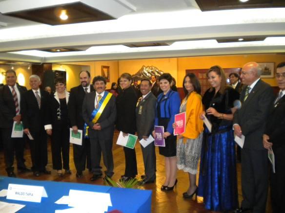 Miembros de la Directiva y de los Comités del Club junto al Presidente Ariel Mariaca