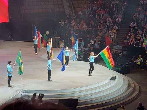 35889317 toronto desfile banderas